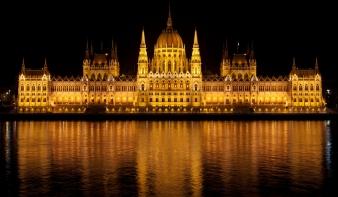 Megkezdi munkáját az új parlament