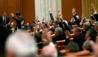 Áldását adta a parlament Johannis népszavazására