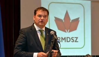 A közigazgatási törvénykönyv RMDSZ-javaslatra tiltja, hogy a köztisztviselő diszkrimináljon