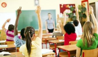 Módosítaná az oktatási törvényt az RMDSZ: csökkentenék a tananyagot is