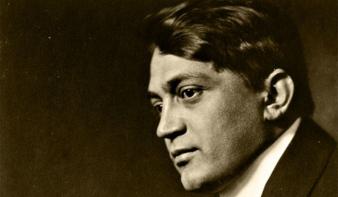 Koszorúzással emlékeztek a 100 éve elhunyt Ady Endrére budapesti sírjánál