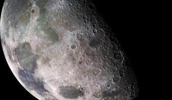 NASA: Sokkal több víz van a Holdon, mint eddig gondolták