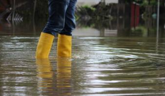 Másodfokú árvízriadó csütörtök délutánig Erdélyben, Máramarosban és Moldvában
