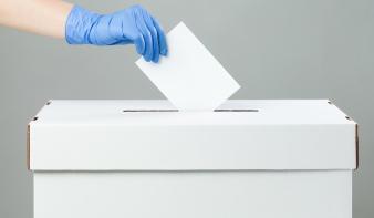 Mozgóurna igénylése a vasárnapi választásokra