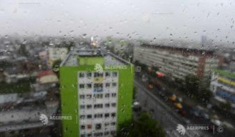 Sárga riasztást adott ki 25 megyére az Országos Meteorológia Szolgálat (ANM) a várható viharok és felhőszakadás miatt