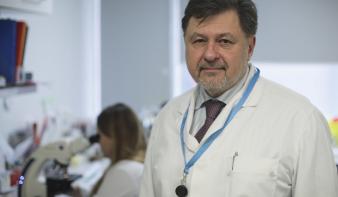 Ekkor járhat le a kijárási tilalom a román főmikrobiológus szerint