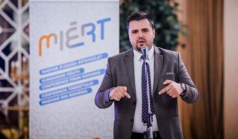 Egyidősek a rendszerváltással: Apjok Norbert szerint élni kell a szülők által kiharcolt lehetőséggel