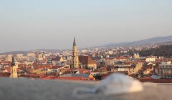 Megszabadul a hétvégi korlátozásoktól Kolozsvár és Arad, a fitnesztermek is kinyithatnak
