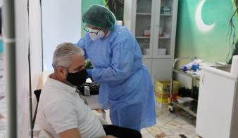 Két hónap késéssel érte el az ötmilliót a legalább egy dózissal beoltott emberek száma Romániában
