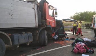 Facebookozva a halálba: kilenc román állampolgár vesztette életét egy Maros megyei kisbusz magyarországi balesetében