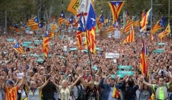 Óriási tüntetés a szabadságért Barcelonában
