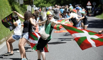 123 kilométeres élőlánccal tüntettek Baszkföld függetlenségéért