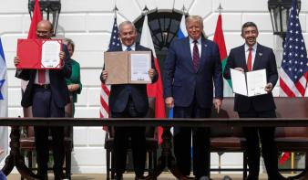 Aláírták a történelmi közel-keleti békemegállapodást Washingtonban