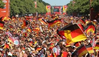 Százezrek ünnepelték Berlinben a világbajnok német csapatot