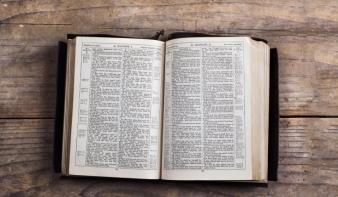 Nyolc könyv, amit a világ egyik legnépszerűbb tudósa szerint mindenkinek el kell olvasnia