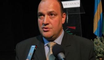 Biró Zsolt: Klaus Johannist támogatjuk a második fordulóban