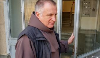 Budapesti kórházban ápolják Böjte Csabát, eltiltották a beszédtől az orvosok, de jól érzi magát