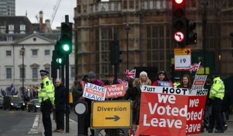 Brexit B-terve: újabb tárgyalással húznák az időt