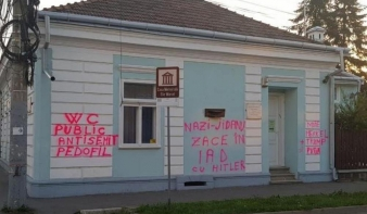 Vulgáris, sértő szavakat firkáltak Elie Wiesel egykori máramarosszigeti szülőházának falára