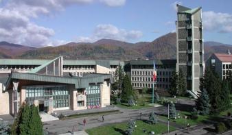Nagybánya és Szatmárnémeti közötti gyorsforgalmi utat, új intenzív osztályt a járványkórházban és a Szociális és Gyermekvédelmi Igazgatóság pénzbeli támogatását ígéri a megyei tanács