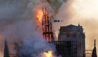 Romokban van, ám megmenekült a Notre-Dame - de most jön a neheze