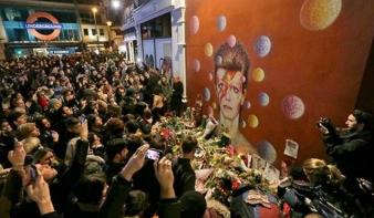 Az egész világ Bowie-t hallgat és rá emlékezik