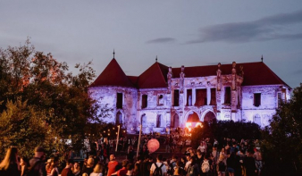 Premierkoncertek a nemesi hangulatú erdélyi fesztiválokon
