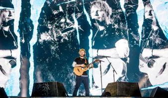 60 ezer ember volt kíváncsi a világ leghíresebb gitáros srácára