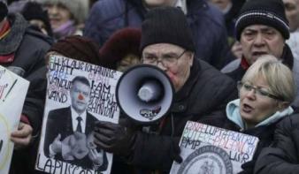 Lankadt a kormányellenes, erősödött a kormánypárti tüntetés