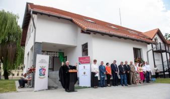 Évszázadokra tervez Nagyenyed: új óvodát-bölcsődét és modern tornakertet kapott a kollégium