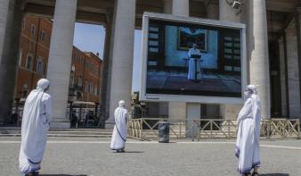 Nem volt üres a Szent Péter tér a pápa vasárnapi beszéde alatt
