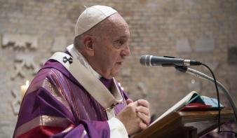 Ferenc pápa eltörölte a pápai titoktartást a szexuális visszaélési ügyekben