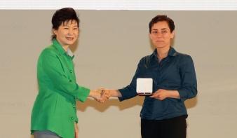 Először kapta nő a matematika egyik legrangosabb díját