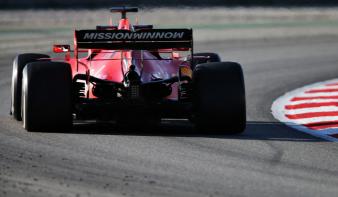 Új, erősebb motorral kezdheti a szezont a Ferrari