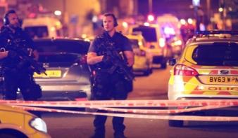 Mecsetből távozó tömegbe hajtott egy furgon Londonban