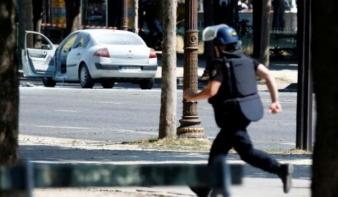 Rendőrségi furgonra támadtak Párizsban