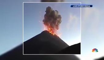 Hirtelen kitört egy vulkán Guatemalában, a láva elnyelt egy települést