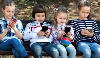 Szülők, figyelem! Így lehet korlátozni a túlzott mobilhasználatot
