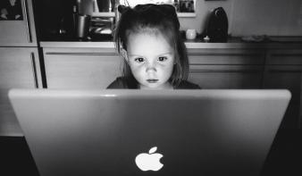Hogyan támogathatjuk a digitális kor gyermekeit?