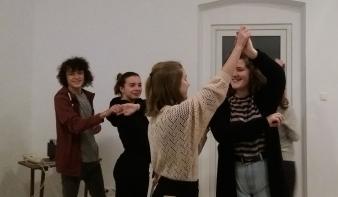 Megtartották az első táncpróbát a felújított Hollósy Házban