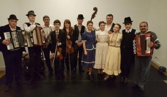 Élőzenés farsangi táncházzal avatták fel a fölújított Hollósy Magyar Házat