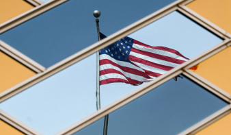 Levonták az amerikai zászlót az Egyesült Államok kabuli nagykövetségéről
