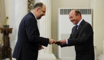 Băsescu beiktatta hivatalába az új kormányt