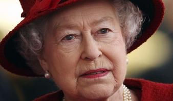 Költöznie kell II. Erzsébetnek
