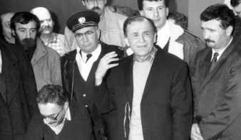 A szenátus megszavazta az Iliescu vezette Román Forradalom Intézetének felszámolását