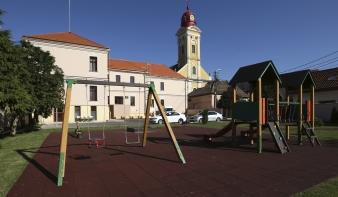 Beszámoló a Híd utcai épület óvodájának, udvarának és a máramarosi magyar óvodák fejlesztéséről