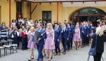 Elballagott a Leőwey Klára Elméleti Líceum 2015-2019-es évfolyamának 24 diákja