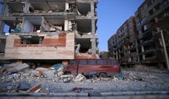 Több mint százan meghaltak az iráni földrengésben