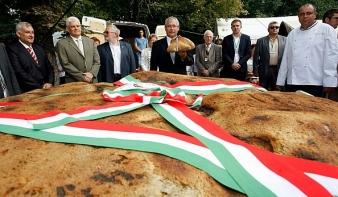 Kolozsváron szentelték meg a Magyarok kenyerét