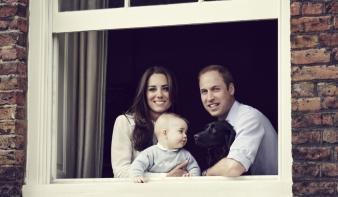 A legédesebb családi kép: Katalin, Vilmos és a kis György herceg